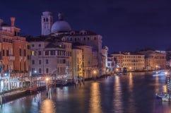 Reflekterande vatten i Venedig Arkivbild
