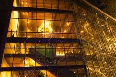 Reflekterat av ljus glass bakgrund för juldag Arkivbild