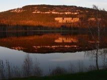 reflekterat berg Arkivfoto
