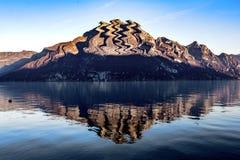 reflekterat berg royaltyfri bild