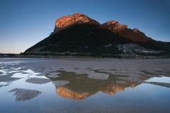 Reflektieren Sie sich im Strand von Oriñon Lizenzfreies Stockbild