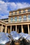 Reflektierende Kugeln von Palais Royale Stockfotos