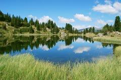 Reflektierende Landschaft des Sees Lizenzfreies Stockfoto