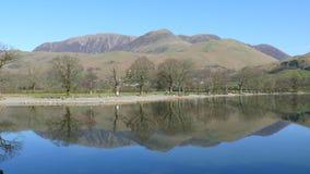 Reflektierende Symmetrie in einem See Lizenzfreie Stockbilder