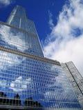 Reflektierender Wolkenkratzer Lizenzfreies Stockfoto