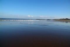 Reflektierendes Wasser auf Ozean Stockfotografie
