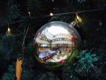 Reflektiert in der Weihnachtsdekoration Lizenzfreies Stockbild