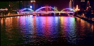 Reflektierte Brücke lizenzfreie stockbilder