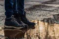 Reflektierte Stiefel stockfotos