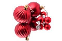 Reflektierte Weihnachtsverzierungen lizenzfreies stockbild