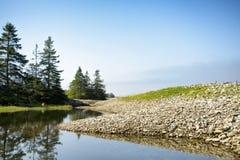 Reflektierter felsiger Einlass - Acadia-Nationalpark Lizenzfreie Stockbilder