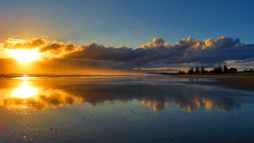 Reflektierter Sonnenaufgang Lizenzfreies Stockfoto