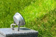 Reflektor błyszczy w popołudniu na zabytku, trawa, oświetlenie, futbol, pole Zdjęcie Royalty Free
