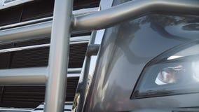 Reflektory nowa ciężarówka na słonecznym dniu zbiory