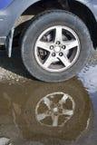 Refletido fora da roda do veículo de estrada Fotografia de Stock