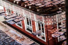 Refletion πέρα από μια λακκούβα νερού Στοκ Φωτογραφίες