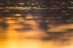 Reflexão alaranjada na água Imagens de Stock Royalty Free