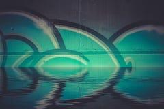 Reflexão colorida abstrata na água, chr artístico dos grafittis Fotos de Stock Royalty Free