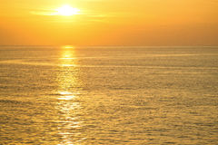 Reflexão da água de um sol Fotos de Stock Royalty Free