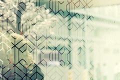 Reflexão da árvore na textura de vidro, fundo abstrato Vintag ilustração stock