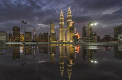 Reflexão da cidade fotografia de stock