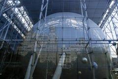 Reflexão da cidade em Rose Center/ Imagens de Stock