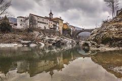 Reflexão da cidade na rocha Imagem de Stock Royalty Free