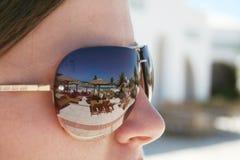 Reflexão da cor nos óculos de sol Fotos de Stock Royalty Free