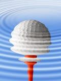 Reflexão da esfera de golfe Fotografia de Stock Royalty Free