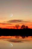 Reflexão da lua nova Imagens de Stock
