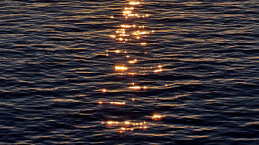 Reflexão da luz de Sun na água Imagem de Stock Royalty Free