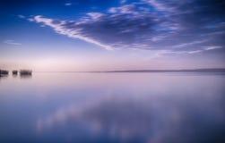 Reflexão da manhã no lago Imagem de Stock