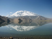 Reflexão da montanha Fotos de Stock