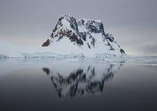 Reflexão da montanha Foto de Stock