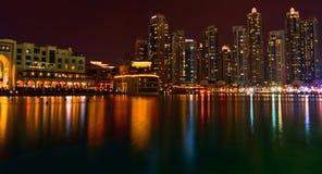 Reflexão da noite de Dubai Fotos de Stock Royalty Free