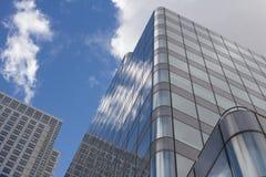 Reflexão da nuvem do arranha-céus Imagens de Stock