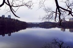 Reflexão da paisagem do outono imagens de stock