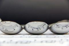 Reflexão da pauta musical em três colheres Fotografia de Stock Royalty Free