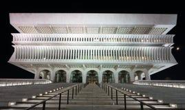 Reflexão da plaza do estado do império na noite foto de stock