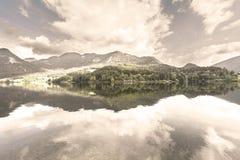 reflexão das nuvens na água Fotos de Stock Royalty Free