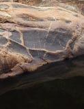 Reflexão das rochas fotografia de stock