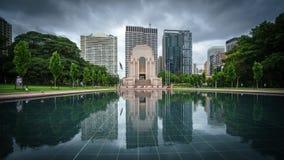 Reflexão de ANZAC Memorial em Hyde Park em Sydney CBD fotografia de stock