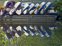 Reflexão de barcos de pá empilhados Fotografia de Stock Royalty Free
