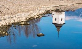 Reflexão de espelho no lago Imagens de Stock