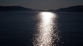 Reflexão de luz no St Lawrence River Canada imagem de stock