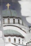 Reflexão de Saint Sava da igreja em Belgrado fotografia de stock