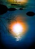 Reflexão de Sun na água imagens de stock royalty free