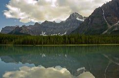 Reflexão de uma montanha Fotografia de Stock
