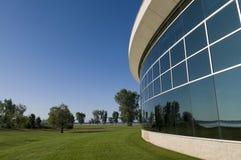 Reflexão de vidro da construção Foto de Stock Royalty Free