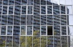 Reflexão de vidro da construção Foto de Stock